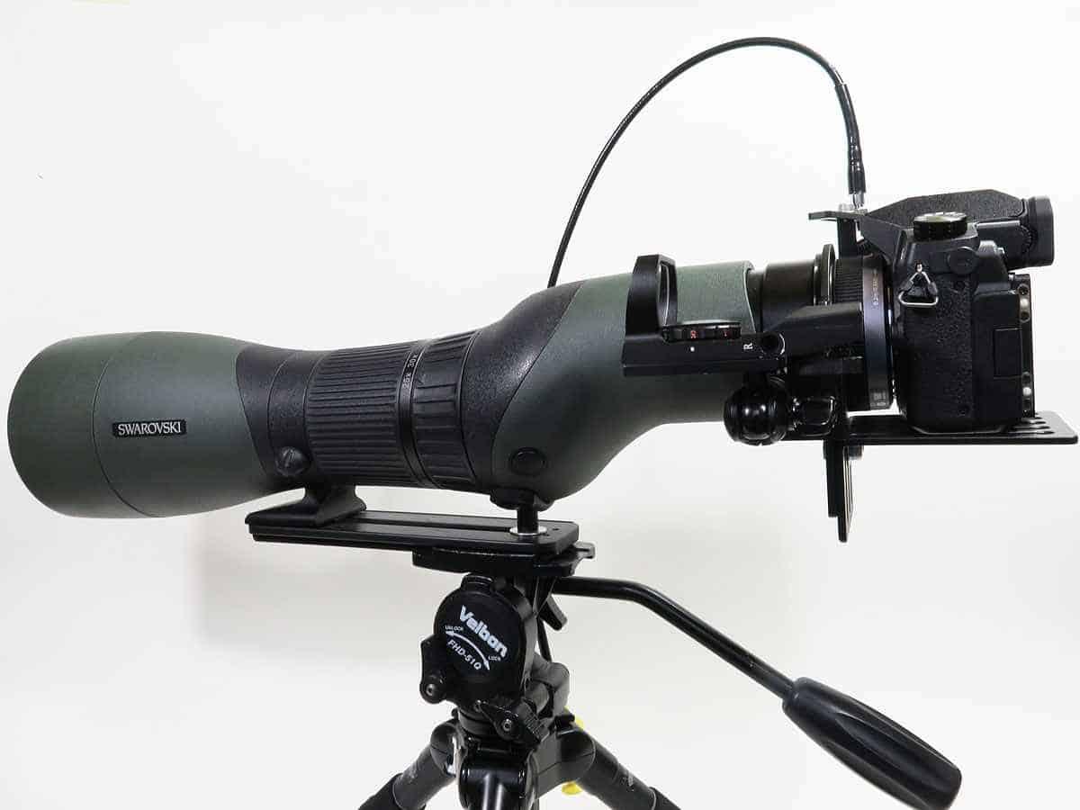 Macchina fotografica collegata al cannocchiale